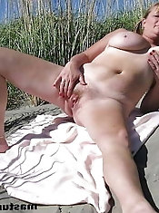 Mature GFs are giving blowjob